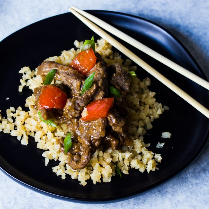 Easy keto beef stir fry with peppers in an orange ginger sauce. Low fat, low calorie, and low carbs makes for a lean keto chinese food recipe.